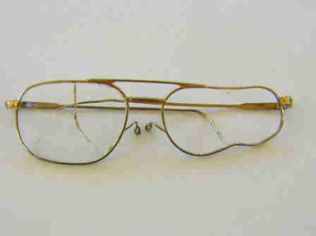 Bei Einem Nachbarschaftstreit Zerbrochene Brille